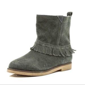 Fringe boots ...!!!!